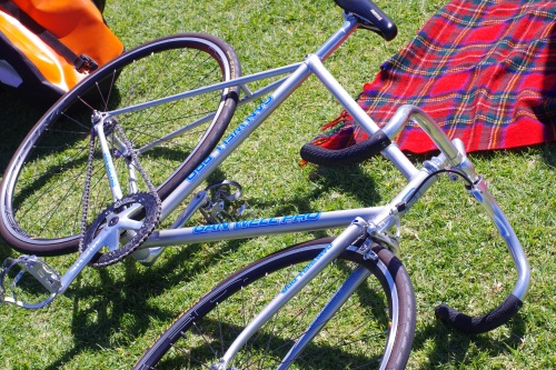 a rather nice fixed gear bike seen at the tweed ride