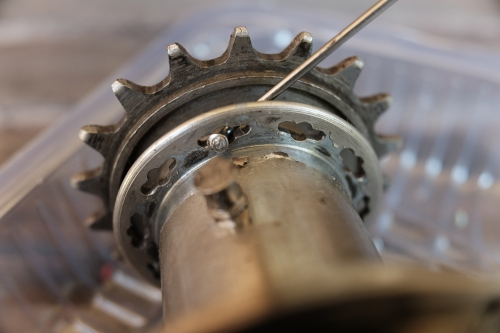 the slotted drive-side flange